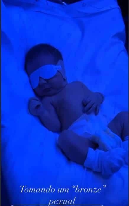Bebê de Flávia Viana em tratamento da icterícia