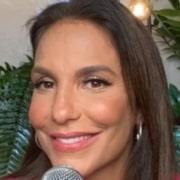 Sogra de Ivete Sangalo posou com as gêmeas