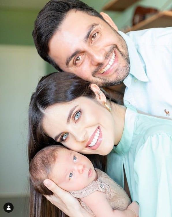 Mano Walter com sua esposa e o filho recém-nascido, José Walter