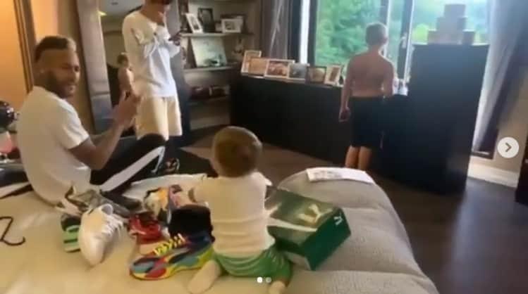 Neymar durante momento em família