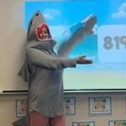 A professora de matemática surpreendeu os alunos