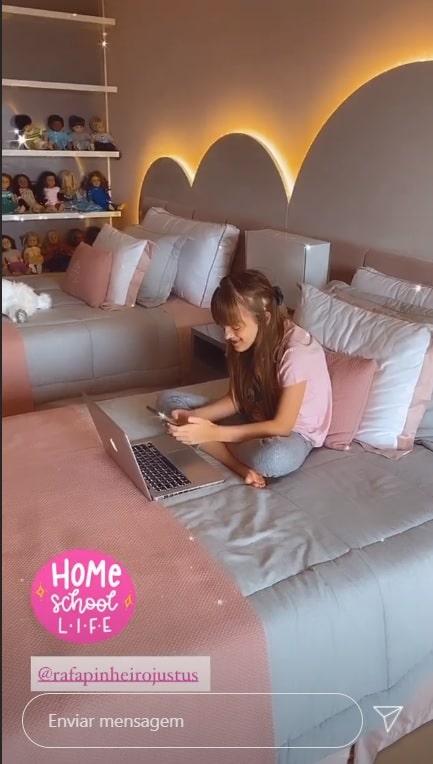 Rafaella Justus em seu quarto na casa do pai