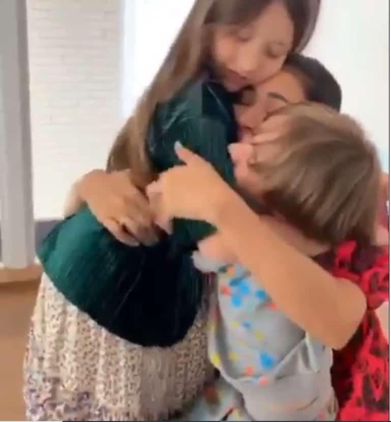 A cantora Simaria com os filhos Giovanna e Pawel