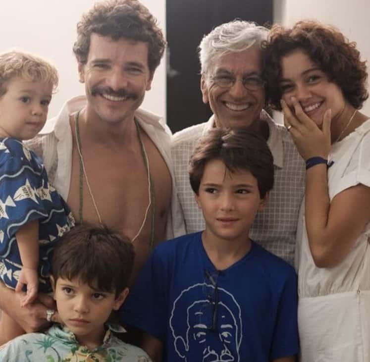 Sophie Charlotte com Daniel de Oliveira, o filho e os enteados