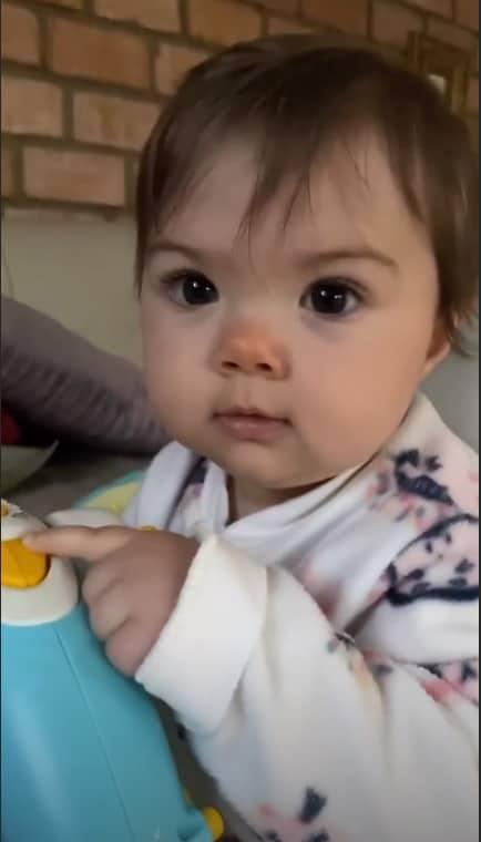 A filha da humorista Tatá Werneck, a pequena Clara Maria