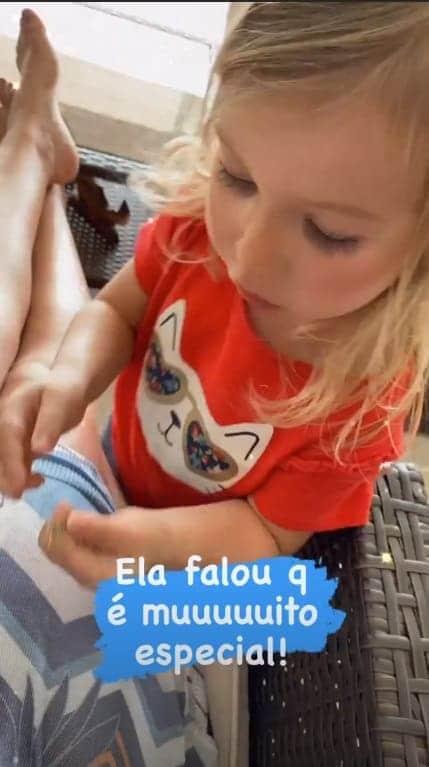 A filha da atriz Thaís Fersoza e do cantor Michel Teló