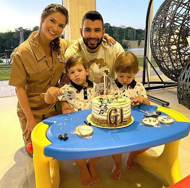 Andressa Suita com Gusttavo Lima e seus filhos antes de se separarem