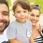 Andressa Suita saiu da mansão com os filhos do casal