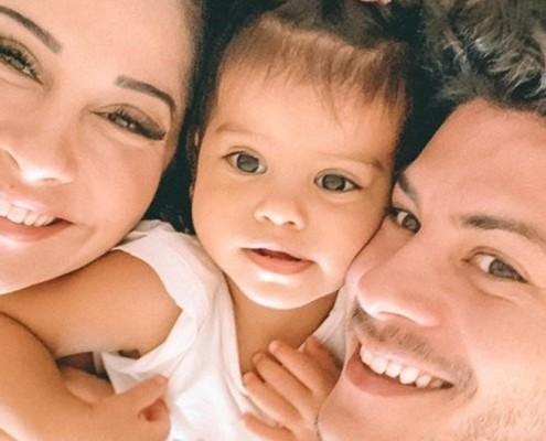 Bebê de Arthur Aguiar e Mayra Cardi precisou ir para o hospital