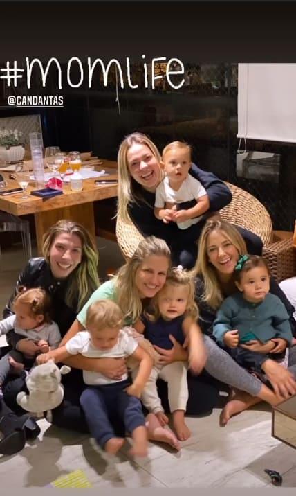 Carol Dantas e Ticiane Pinheiro com os filhos em um encontro de mães