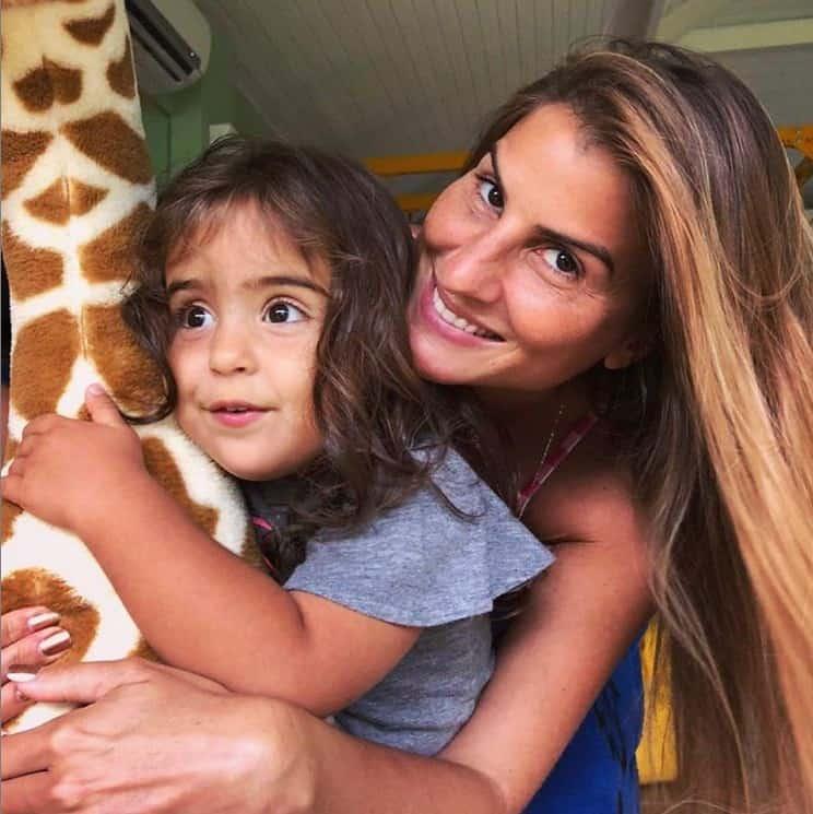 Marina, filha de Ivete Sangalo e Daniel Cady, com a tia