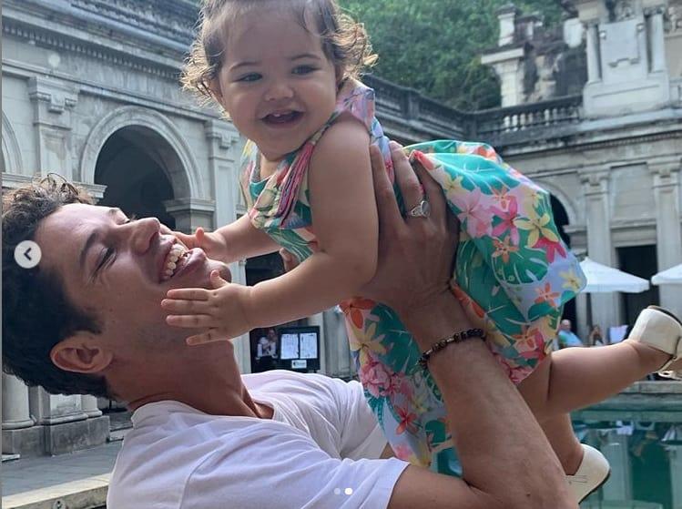José Loreto e a filha com Débora Nascimento