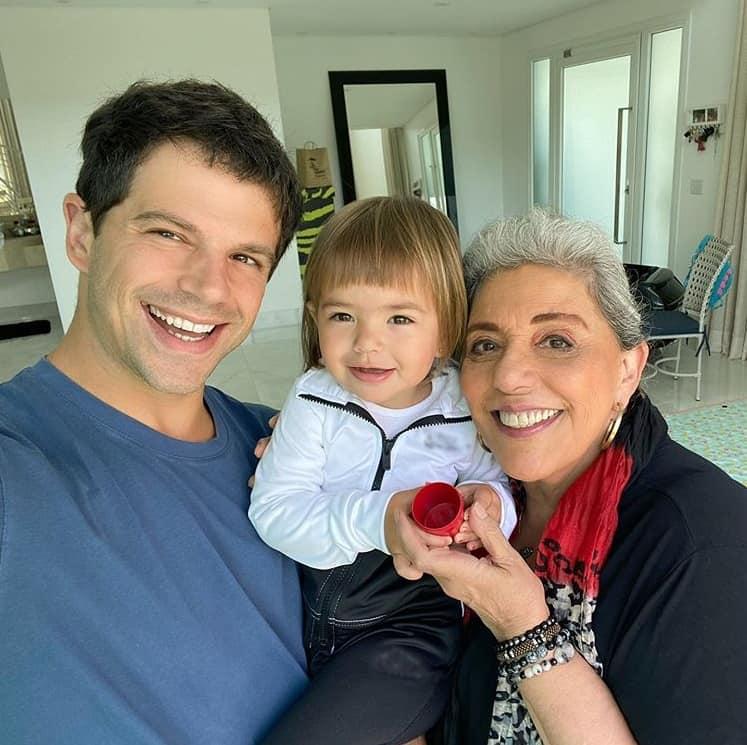 Duda Nagle junto com sua mãe e a filha Zoe