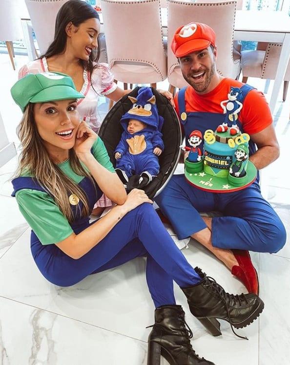 Flávia Viana no mêsversário do filho