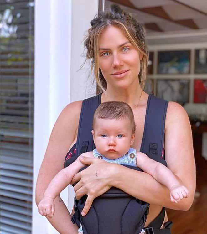 Giovanna Ewbank com seu filho de três meses