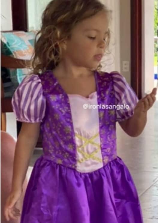 Filha da cantora Ivete Sangalo como Rapunzel