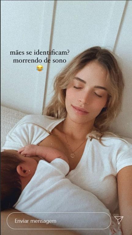Carol Dias posando com a filha com Kaká