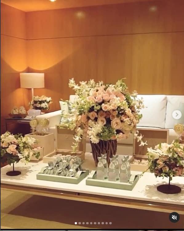 A linda decoração do quarto de maternidade da bebê de Kaká