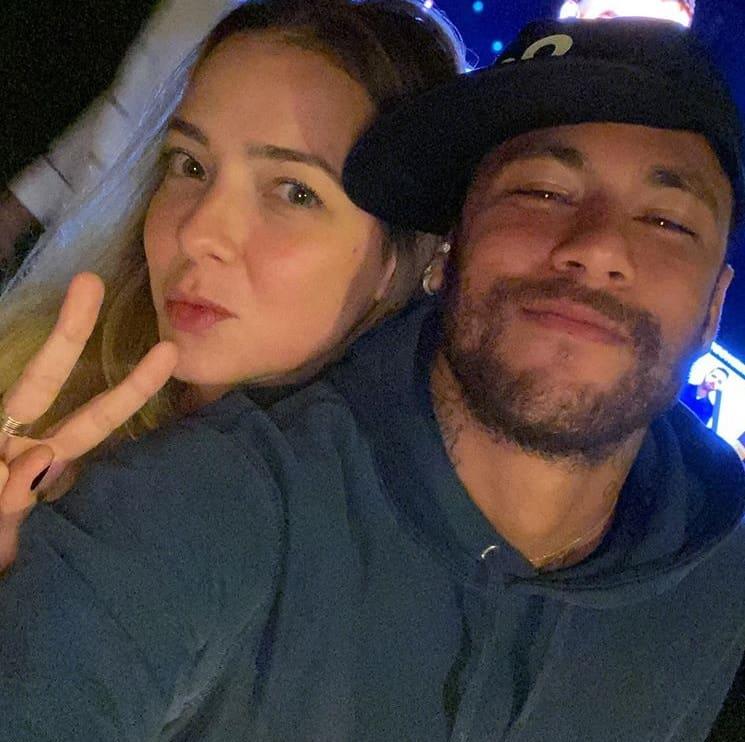 Neymar com Carol Dantas, a mãe de seu filho