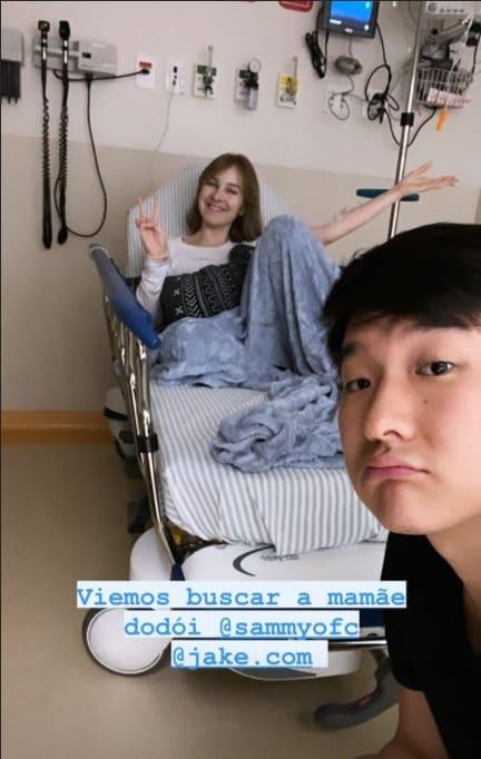 Sammy no hospital com o marido Pyong Lee