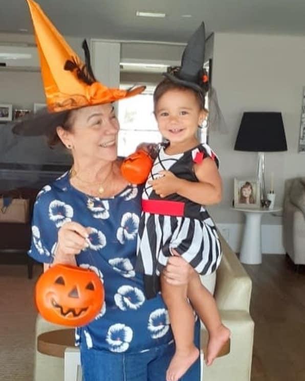Manuella, filha de Ticiane Pinheiro, com sua avó