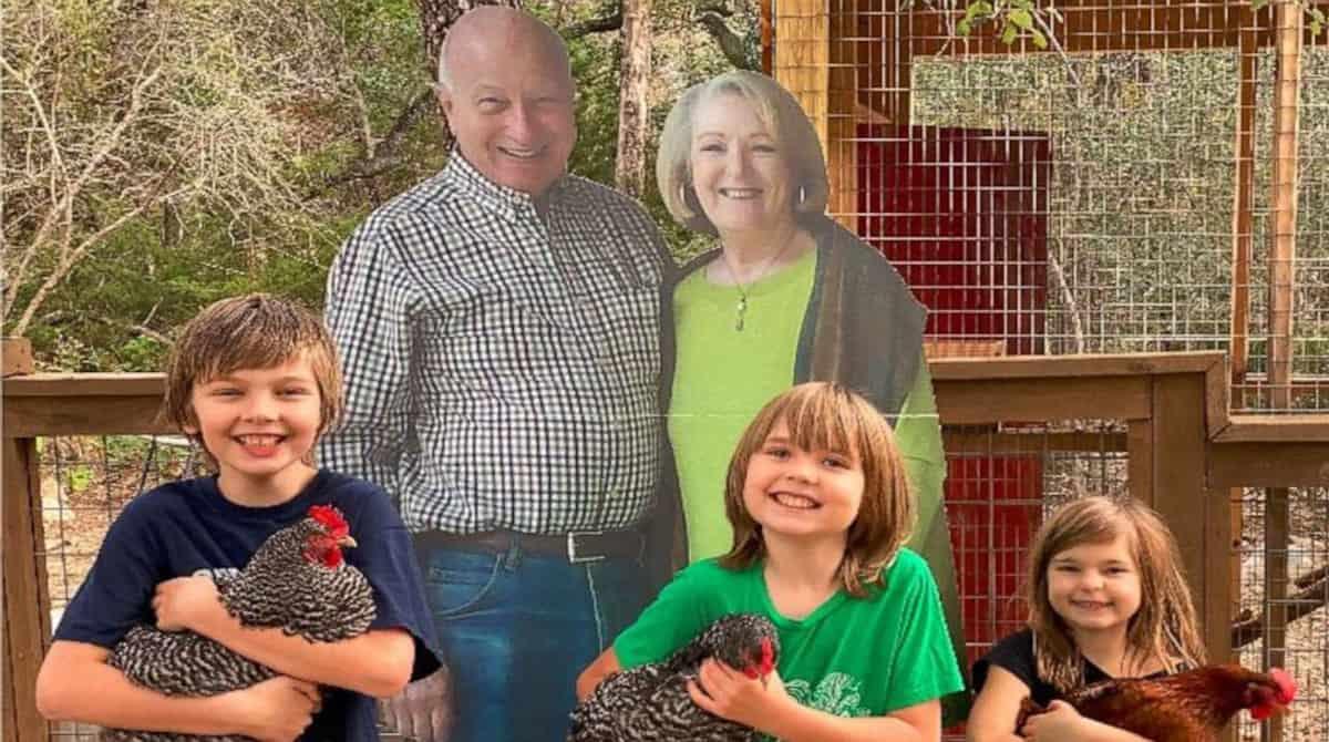 Os avós surpreenderam os netos e os filhos