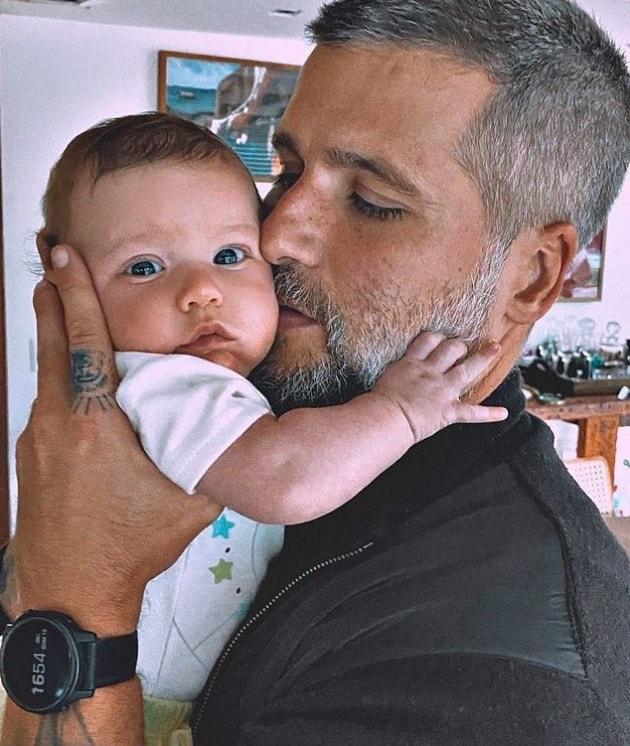 Bruno Gagliasso e seu filho mais novo, Zyan