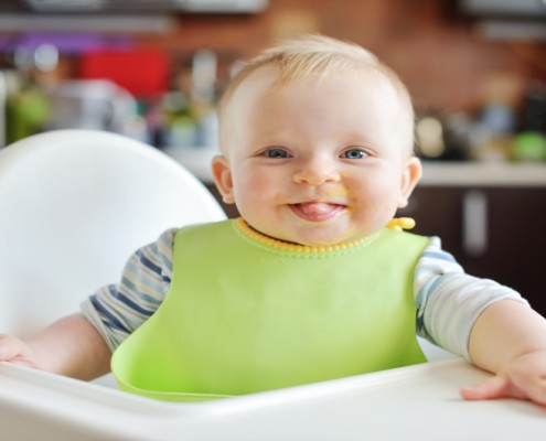 O que considerar para comprar a cadeira de alimentação para bebês