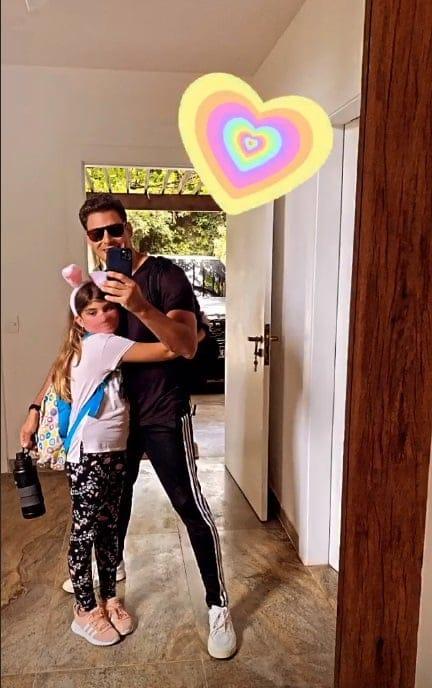 Cauã Reymond com a filha com Grazi Massafera