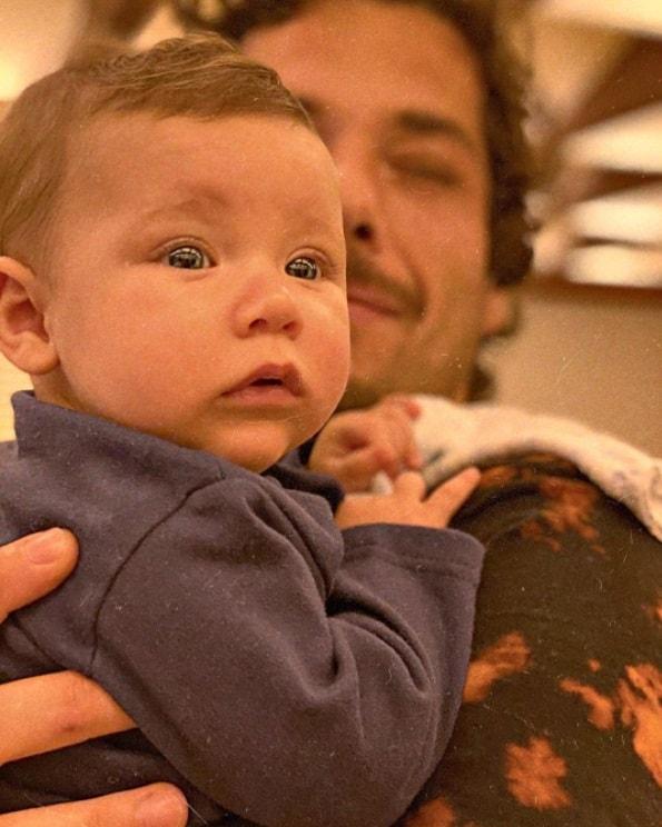 Filho caçula de Giovanna Ewbank no colo do tio