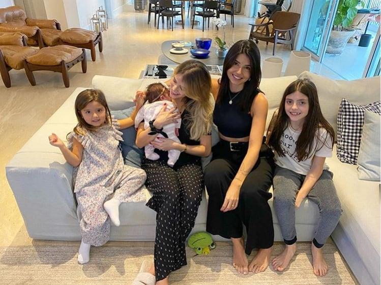 Filha recém-nascida e filha mais velha do ex-jogador Kaká