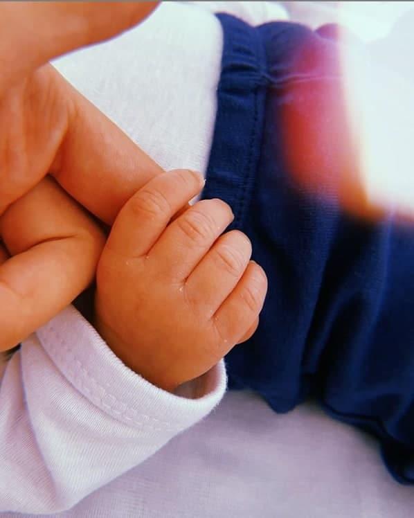 O filho recém-nascido de Luccas Neto