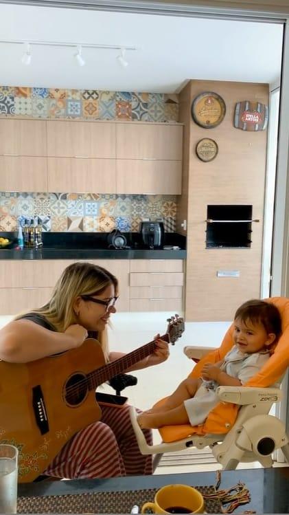 Marília Mendonça e seu bebê com Murilo Huff