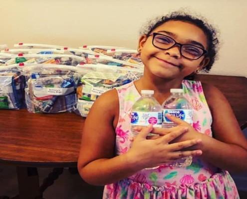 A menina decidiu ajudar os moradores de rua da sua cidade