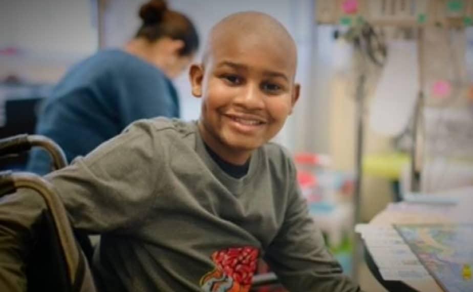 O menino passou por várias sessões de quimioterapia