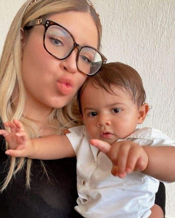 Marília Mendonça e o filho com o cantor Murilo Huff
