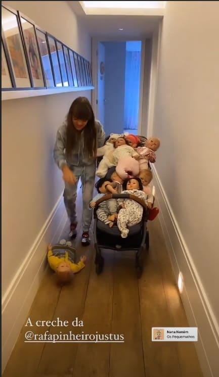 Rafaella Justus com sua coleção de bonecas