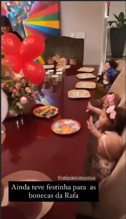 Bonecas reborn de Rafaella Justus durante brincadeira