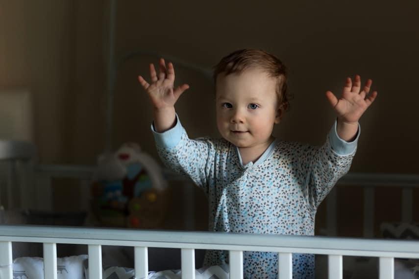 Veja a relação da regressão do sono do bebê e seu desenvolvimento