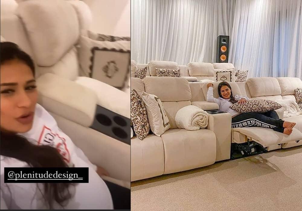 Simone no luxuoso cinema da sua mansão