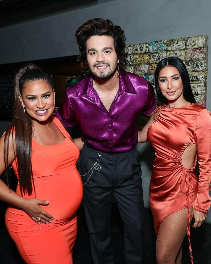 Simone e Simaria com o cantor Luan Santana