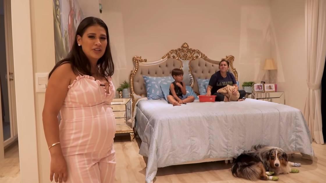 Simone no quarto do pequeno Henry