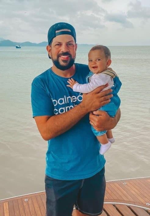 Sorocaba e o filho Theo de seis meses