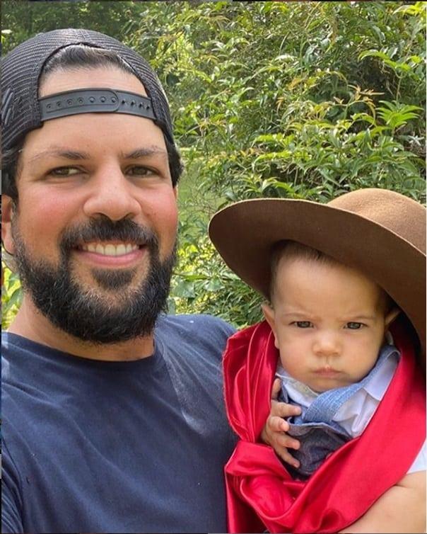O cantor Sorocaba com seu filho Theo