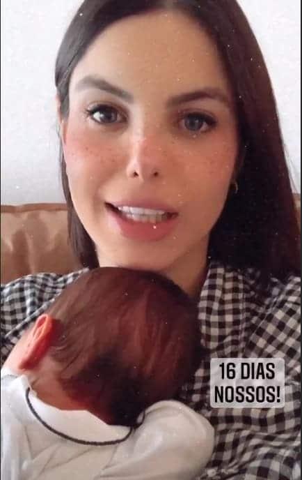 Sthefany Brito com o filho recém-nascido, o pequeno Antônio Enrico