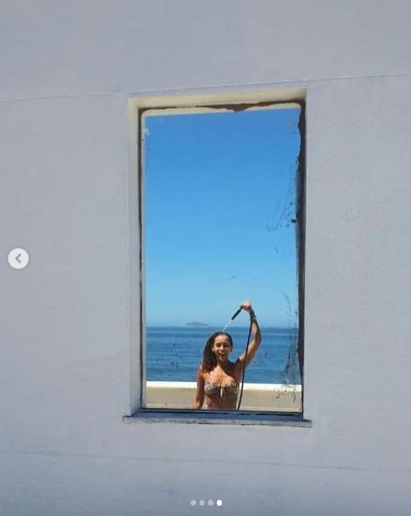 Taís Araújo em foto de biquíni