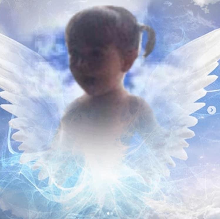 Tássia Camargo mostrou esta imagem de sua filha