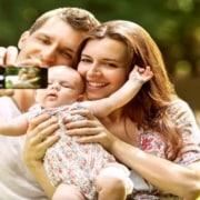 Elaboramos uma lista de atividades de verão para pais com recém-nascidos