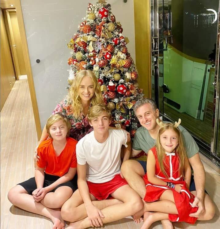 Angélica e Luciano Huck com seus filhos Joaquim, Benício e Eva
