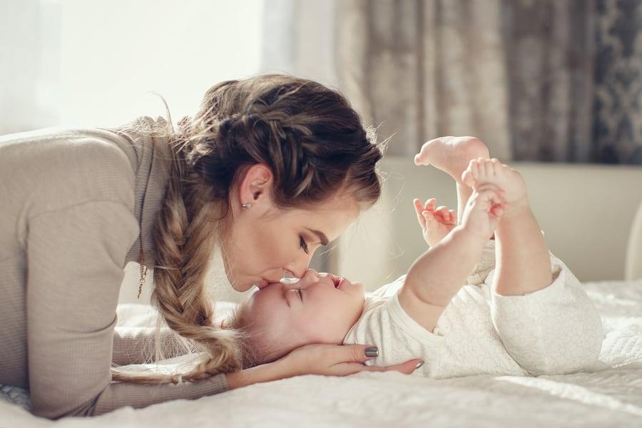 Escolha sempre um ambiente fresco para as atividades de verão para pais com recém nascidos